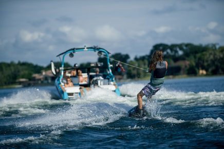 Sustainable boating: Super Air Nautique GS22E electric towboat
