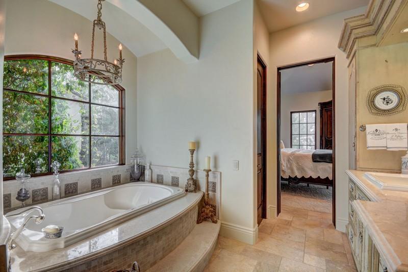 250 Le Grande Circle, Santa Clara, Utah - Photo Gallery- One of the 6 Baths