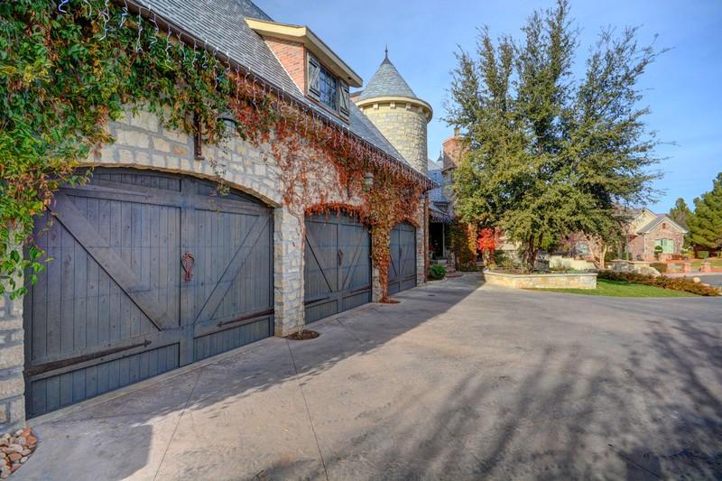 250 Le Grande Circle, Santa Clara, Utah - Photo Gallery-Oversized 3 car garage
