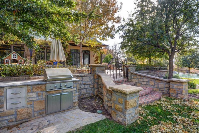 250 Le Grande Circle, Santa Clara, Utah - Photo - Outdoor Kitchen