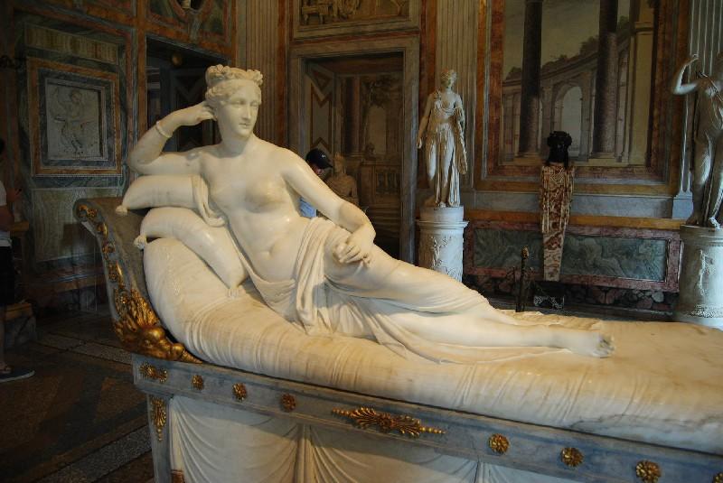 5. Paolina Bonaparte sculpture