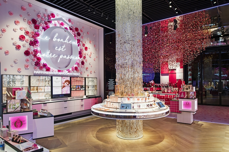52 Avenue des Champs-Elysées is the home of the world's leading luxury beauty brand-