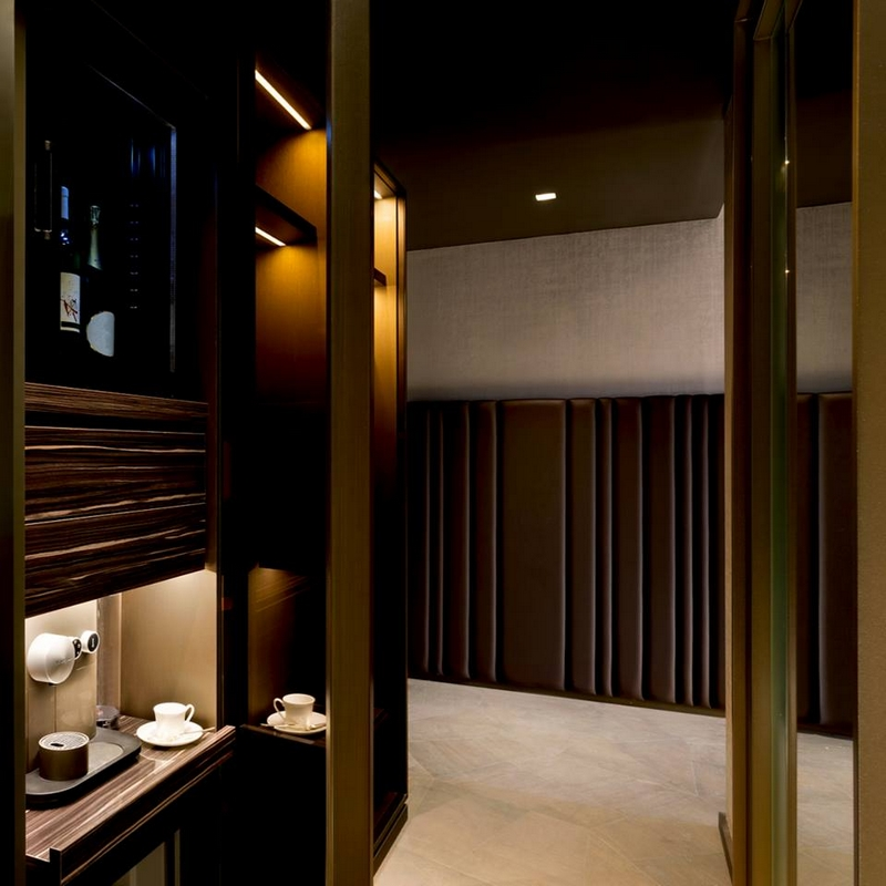 79 bespoke rooms and suites are full equipped with a unique minibar with aromatic Nespresso coffee and superb Dammann Frères Italia Tea