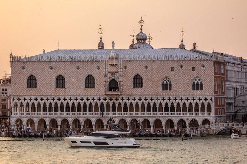 Aboard the Ferretti Yachts 670