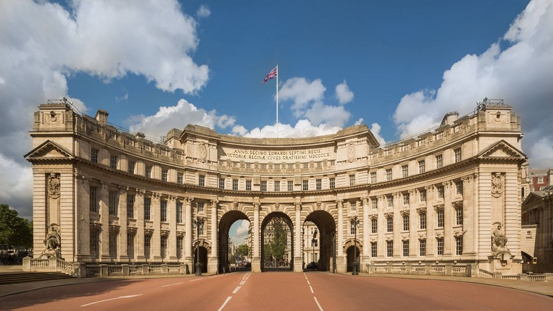 Admiralty Arch will be turned into a Waldorf Astoria Hotel