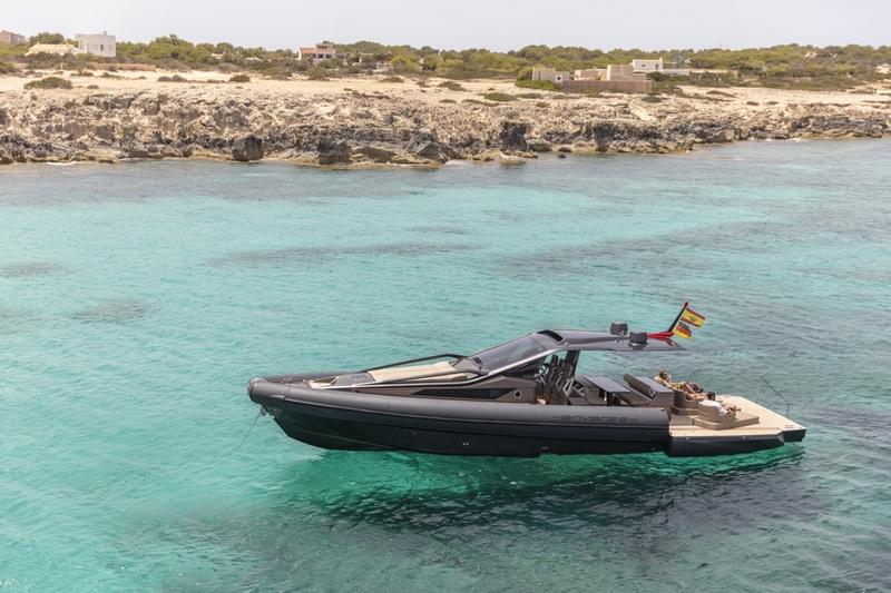 Anvera 48 carbon fibre boat-