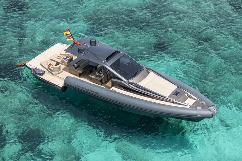 Anvera 48 carbon fibre boat
