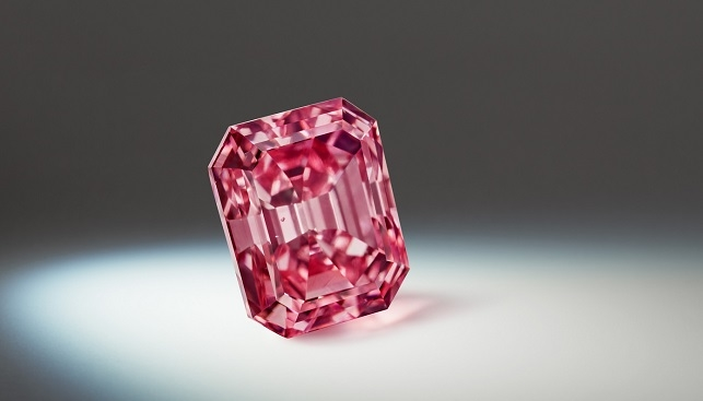 Argyle Alpha, the largest Vivid Pink diamond in the history of its Argyle Pink