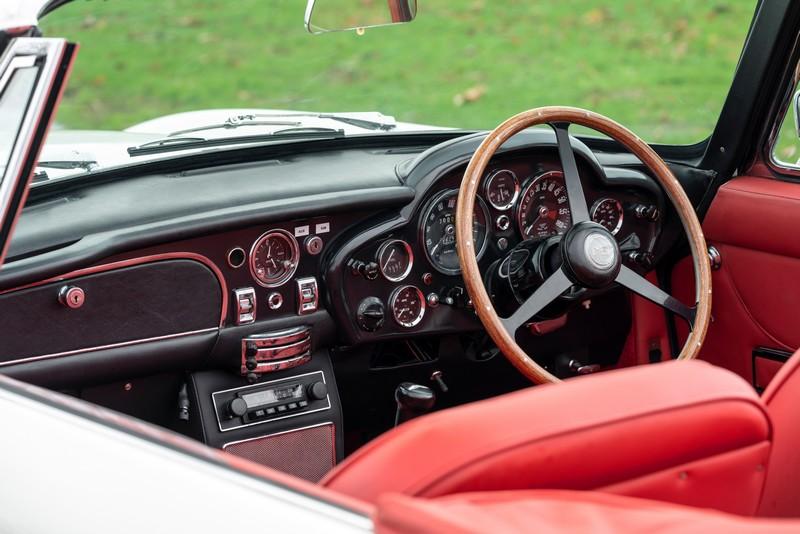 Aston Martin -Heritage_EV_Concept_2018-