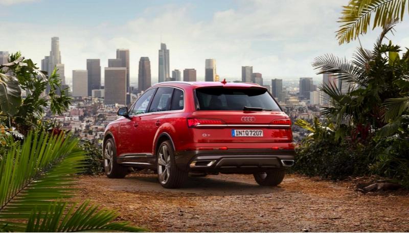 Audi Q7 red 2019