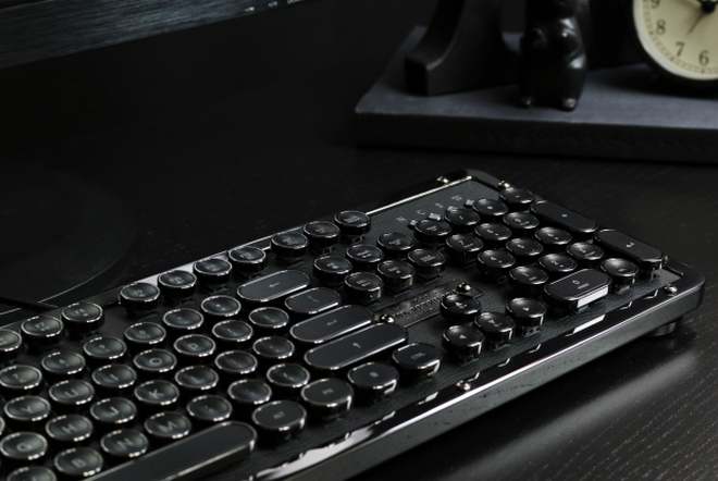 Azio Industry First Luxury Vintage Keyboard-