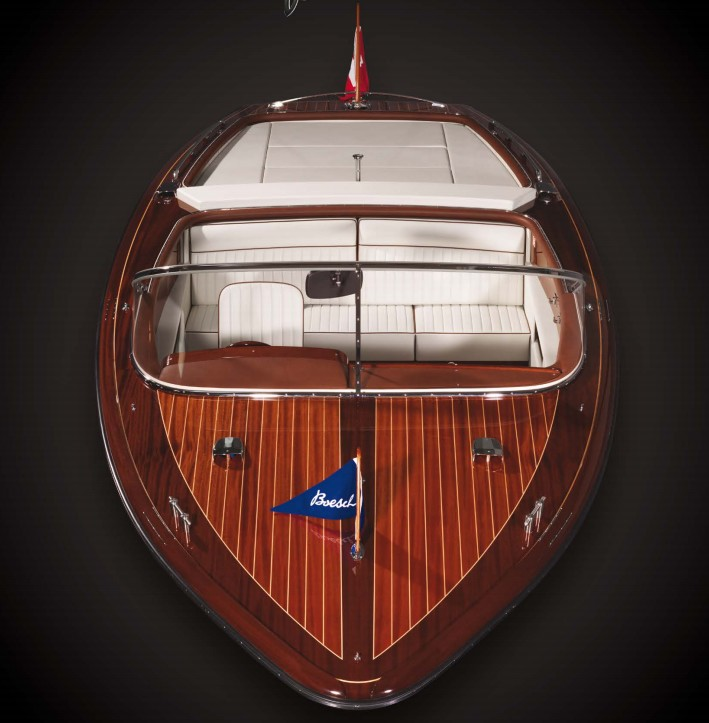 BOESCH 710 Ascona de Luxe is a powerful ski boat with an exhilarating wake