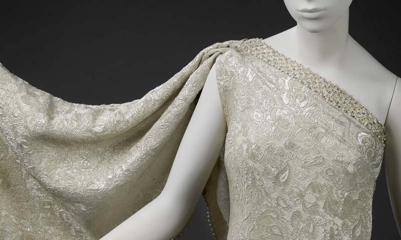 Balenciaga - Sari dress in brocaded silk, designed by Cristóbal Balenciaga in 1966.