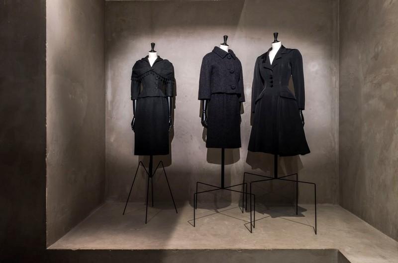 Balenciaga, working in black-Balenciaga, l'oeuvre au noir exhibition - musee bourdelle paris 2017