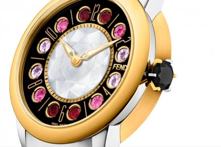 Fendi IShine infuses time with light. The case of this watch is both concave and convex