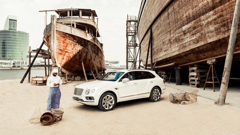 Bentley Pearl of the Gulf car details - 2019 Bentley Bentayga Pearl of the Gulf lat
