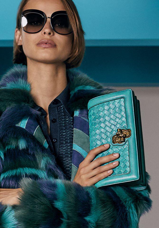 Bold hues and geometric graphics define the bags of Bottega Veneta Cruise 2018 collection-