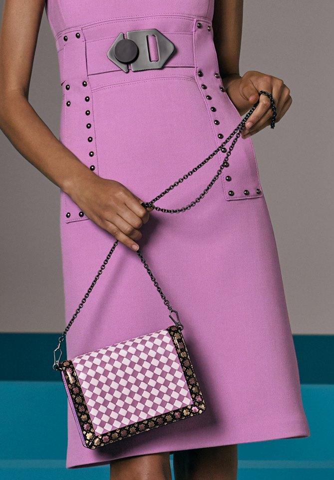 Bold hues and geometric graphics define the bags of Bottega Veneta Cruise 2018 collection-bags-02