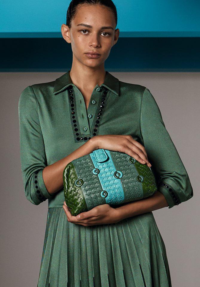 Bold hues and geometric graphics define the bags of Bottega Veneta Cruise 2018 collection