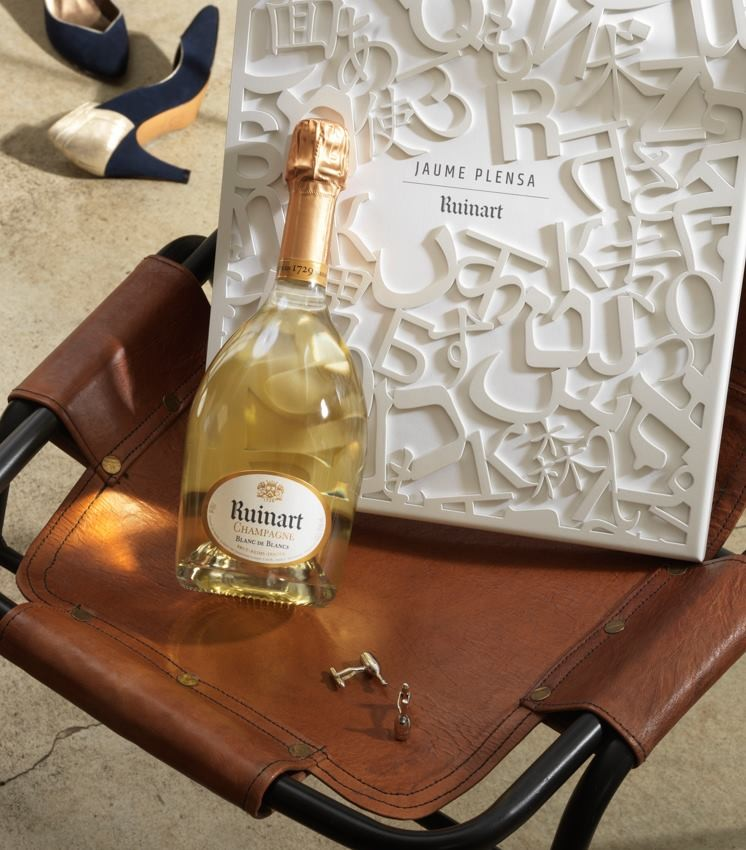 Catalan sculptor Jaume Plensa for Ruinart maison - Ruinart's post-opening exhibit swag bag