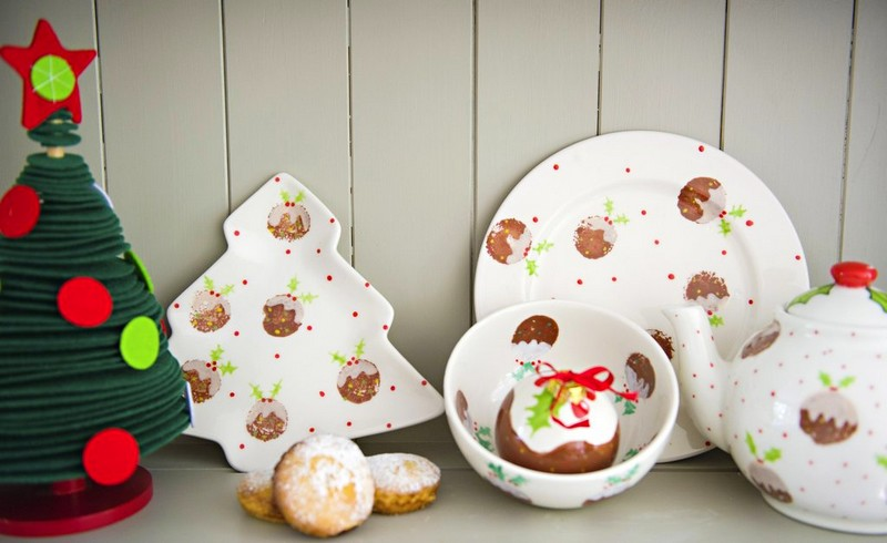Ceramic christmas tree plate, pudding design