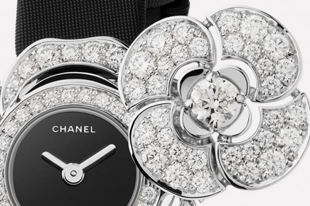 Both jewel and watch, Bouton de Camélia makes time reading a precious and delicate moment