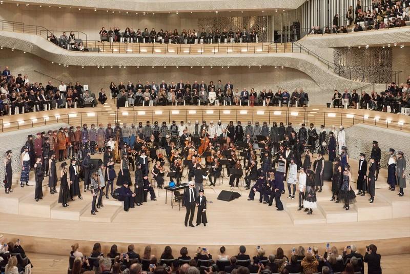 Chanel Paris-Hamburg 2017-2018 Métiers d'art show at the Elbphilharmonie - grand finale