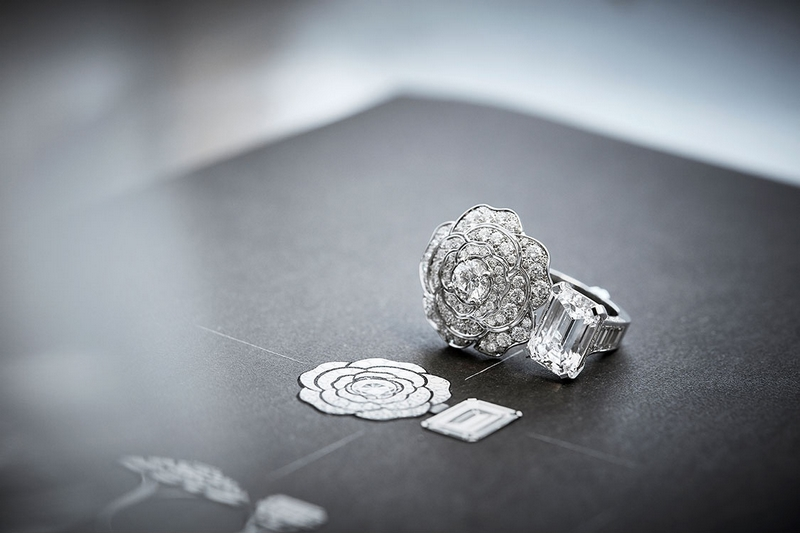 Chanel Rings - CHANEL 1.5 1 CAMÉLIA 5 ALLURES HIGH JEWELRY COLLECTION RING