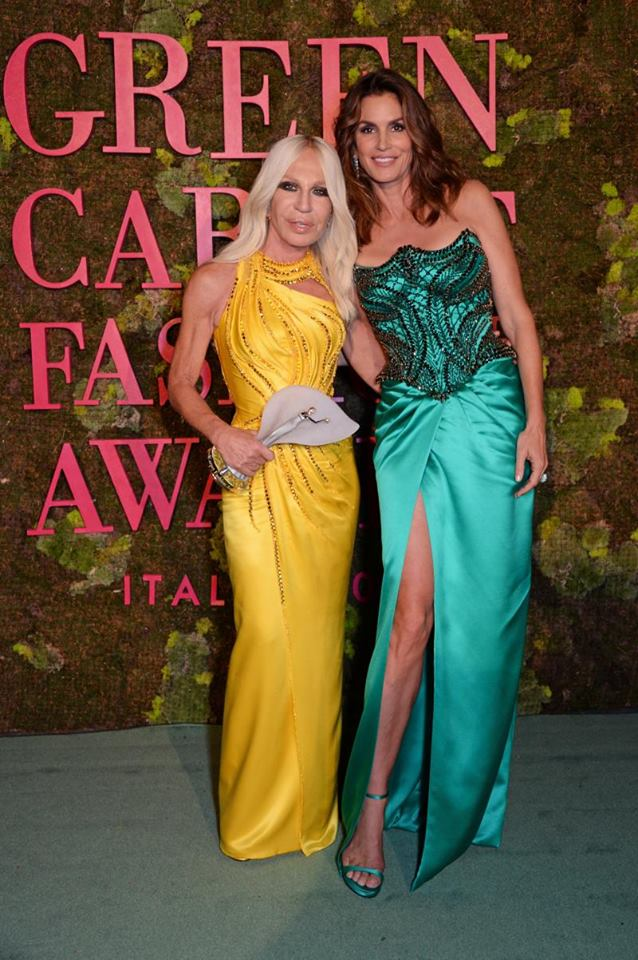Cindy Crawford presents #DonatellaVersace with The CNMI in Recognition for Sustainability