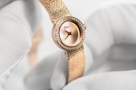 La D de Dior Satine is a metal ribbon around the wrist