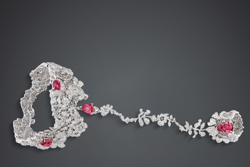 DIOR DIOR DIOR DENTELLE GUIPURE SPINELLE ROSE HAND JEWELLERY