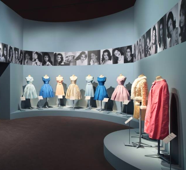 Dalida, her Wardrobe On and Off-Stage at Palais Galliera Paris-expo