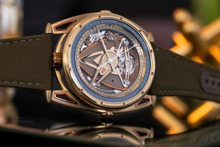 De Bethune's Yellow Submarine diving watch comes with a fully mechanical light source