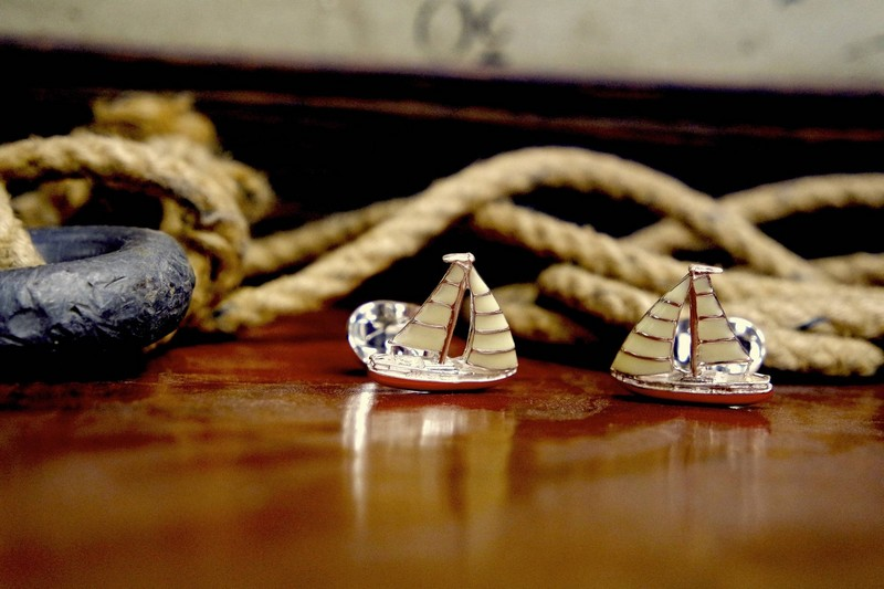 Deakin & Francis Fundamentals - Sail through the city with Deakin & Francis sterling silver yacht