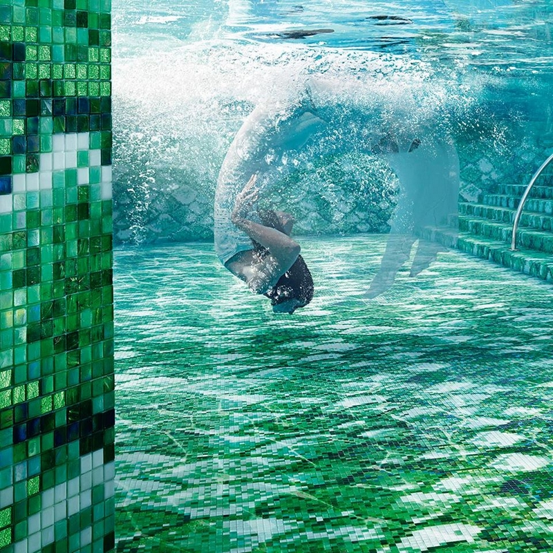 Dive into the green and swim in an experience of luxury.