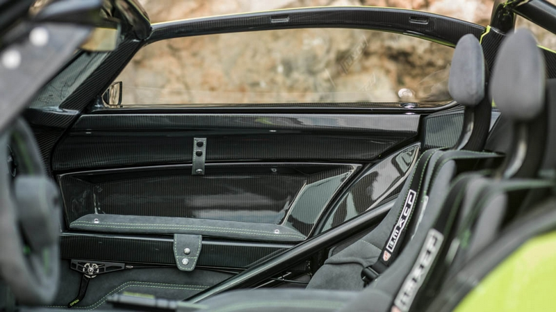 Donkervoort D8 GTO-RS car interior details-