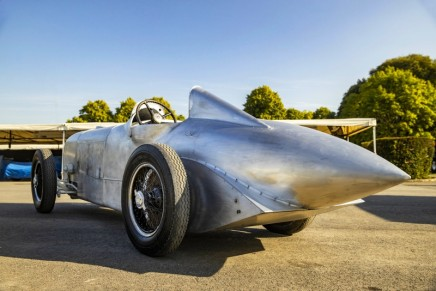 The reconstructed Mercedes-Benz SSKL: A dream car on a dream road
