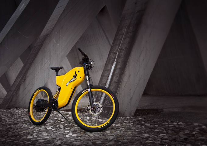 Electric Greyp G12 combines the best of both worlds – motorcycles and bicycles