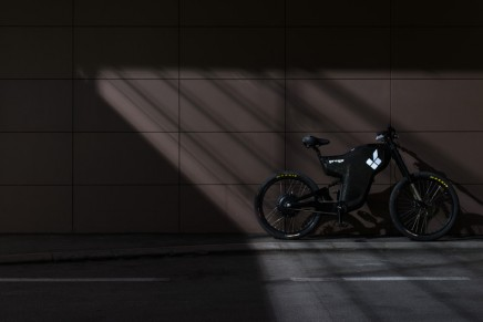 Street Legal Electric Greyp G12H combines the best of both worlds – motorcycles and bicycles