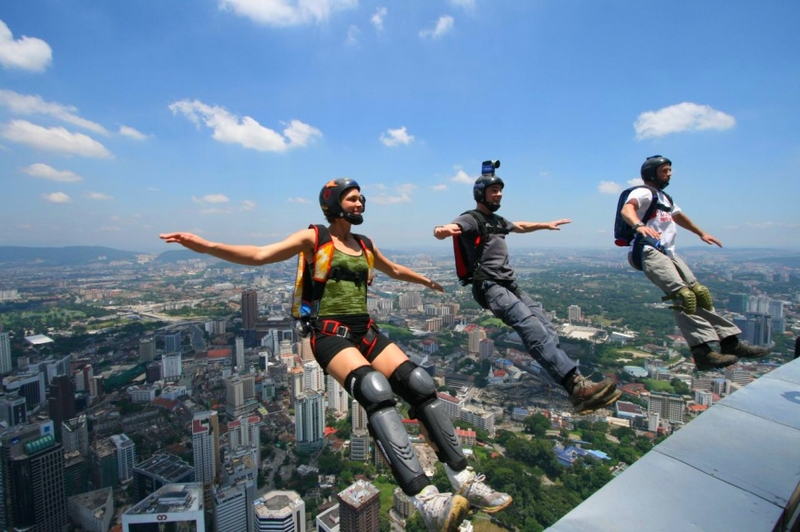 Extreme Sports All Experience Enthusiasts Need to Try - Base Jumping 2