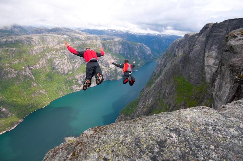 Extreme Sports All Experience Enthusiasts Need to Try - Base Jumping