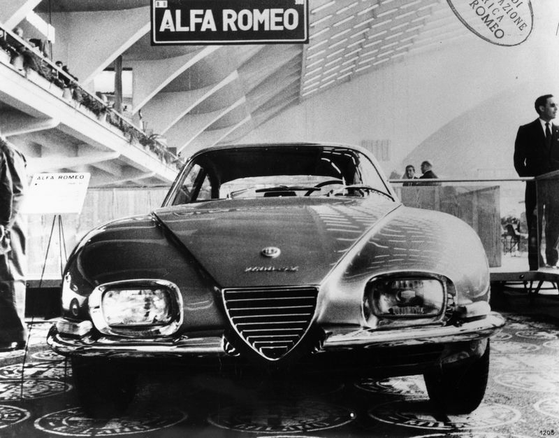 FCA_heritage_alfa_romeo_2600_sz_prototipo-