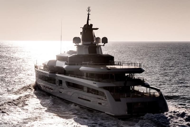 Feadship Lady S delivered - on her way to the Med