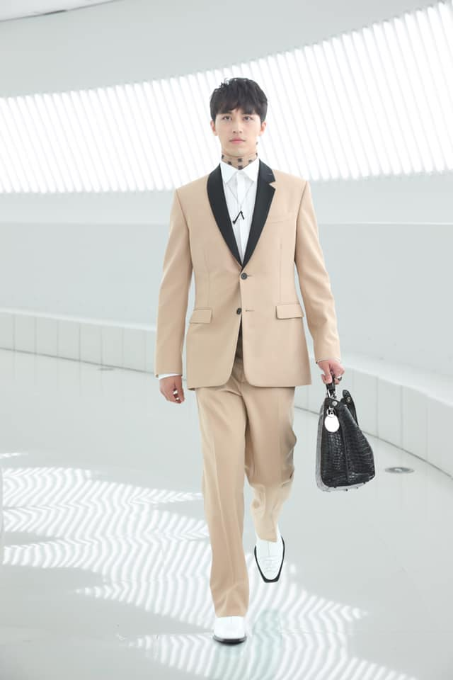 Fendi brought the city of Rome to Shanghai for the first joint runway show in the history of the Maison-002