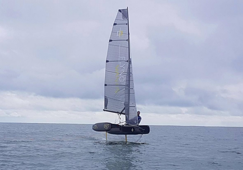 Flying Mantis - a lightweight carbon, world-class trimaran for the solo sailor