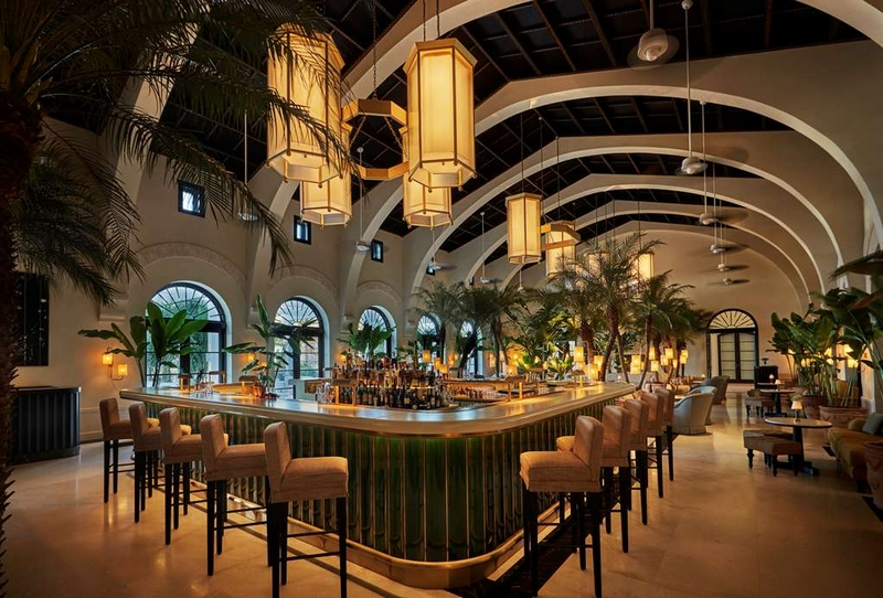 Four Seasons Hotel at The Surf Club - The champagne Bar