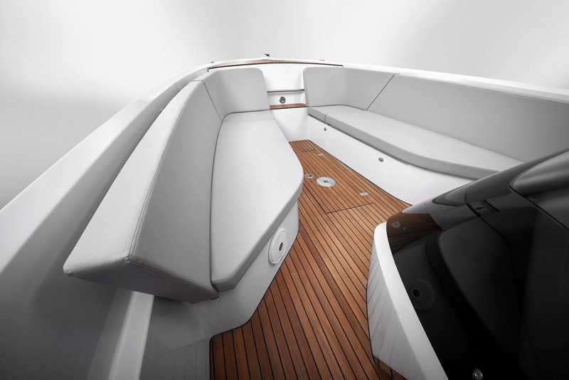 Frauscher 858 Fantom Air - 8.6 metres and pleny of space-07