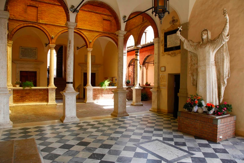Fun things to do in Siena in one day - santuario_interno_santa-caterina