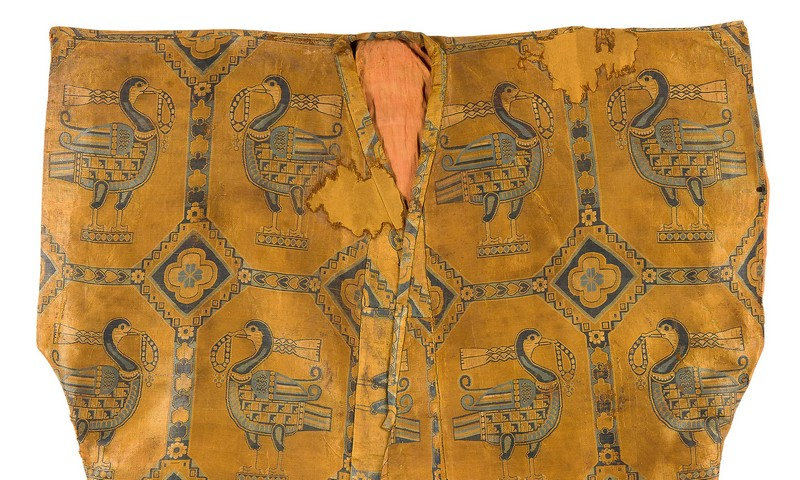 Golden garment made by Sogdian people decorated with images of ducks wearing scarves