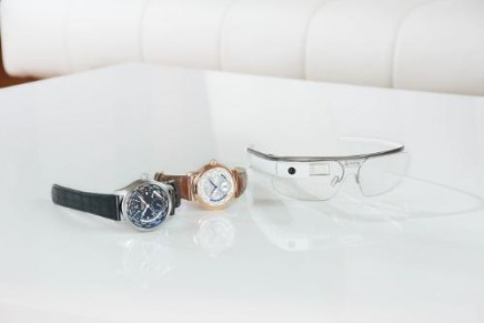 First luxury watch manufacturers to embrace Google Glass
